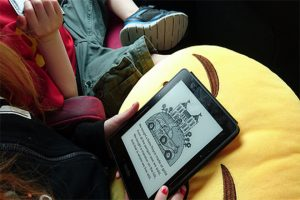 child-with-kindle